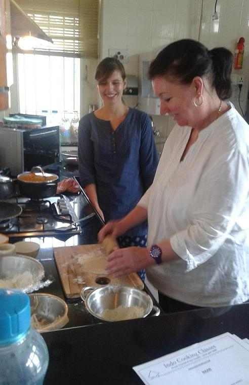 166bb7c5b Individual Cookery Classes in India - Students and Cooking Instructor